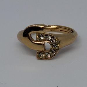 Vintage AVON locking c's ring